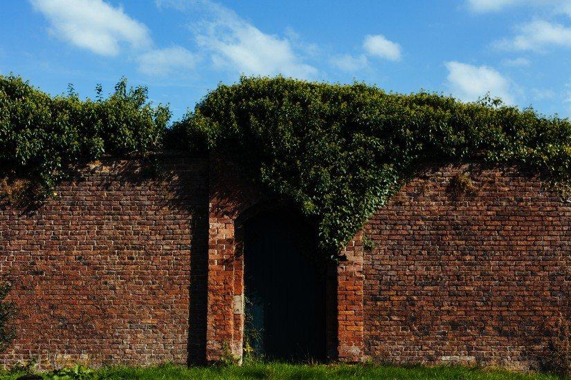 bricks-door-fence-1882-825x550