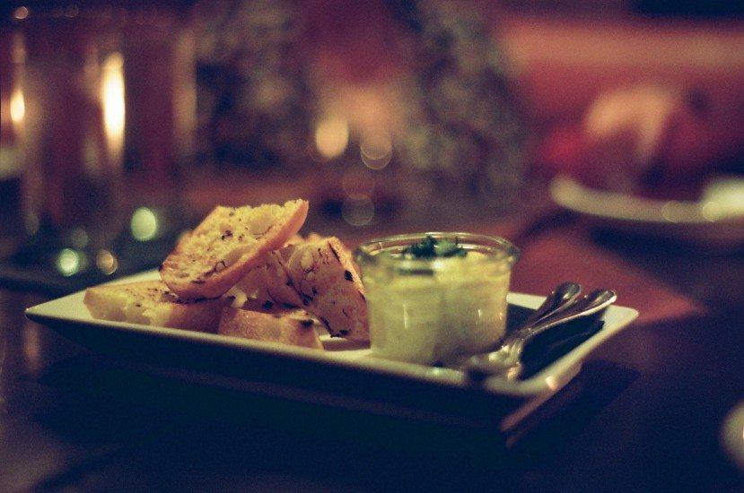 appetizer-baguette-eat-2666-829x550