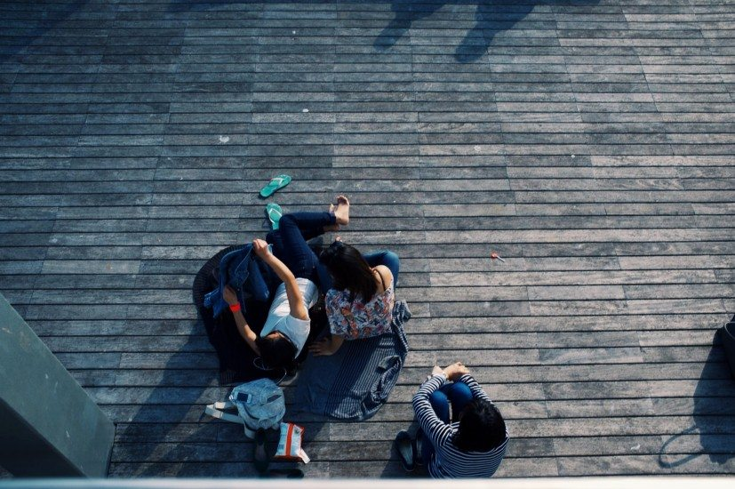chilling-friends-group-4162-827x550