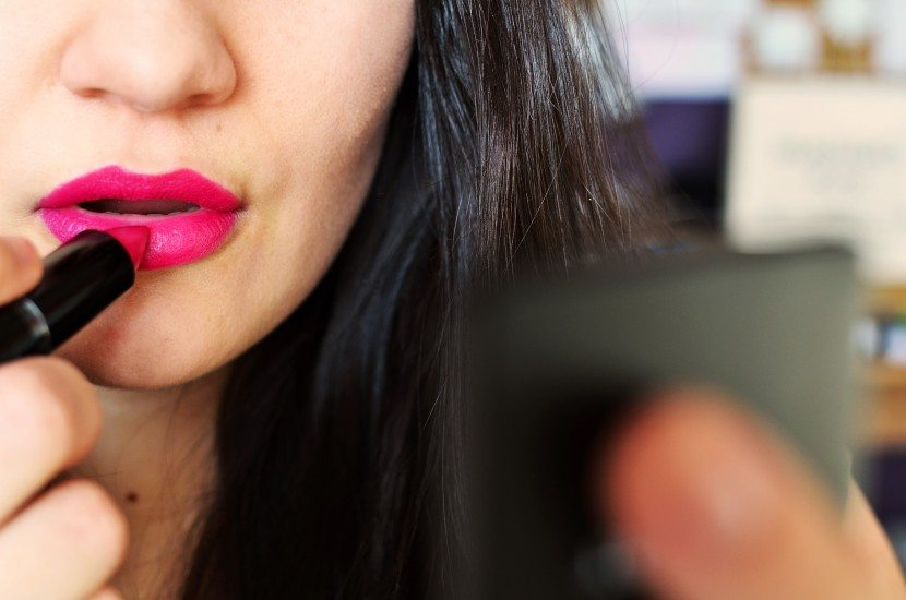 beauty-lipstick-make-up-3123-830x550