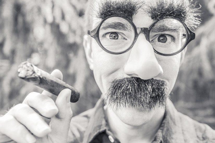 beard-black-and-white-cigarette-543-825x550